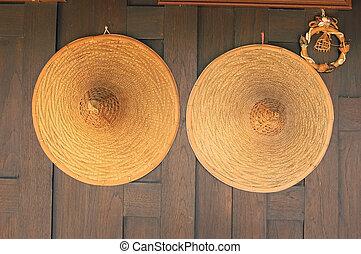 chapeaux, deux