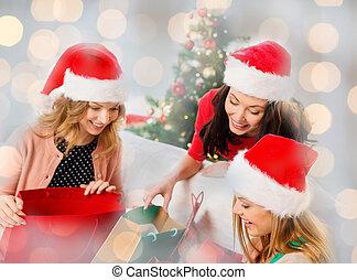 chapeaux, dons, santa, noël heureux, femmes