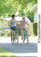 chaque, cyclisme, bras, couple, autre, autour de