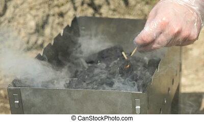 charbon de bois, allumette, ignites, brûlé, main