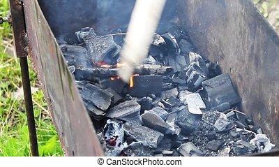 charbon de bois, remué, incandescent, crosse, chauffé, gonflé, vent