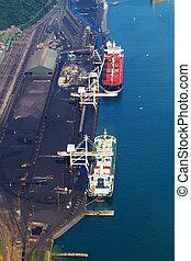 charbon, vue, chargement, bateaux, aérien