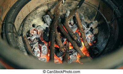 charbons, bâtons, brûlé