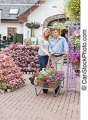 chariot, couple, pousser, centre jardin