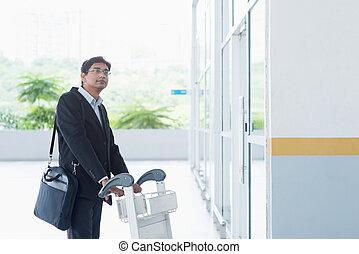 chariot, homme affaires, aéroport, indien