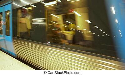 chariots, train., gens, train, sien, souterrain, suivre, ...