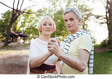 charismatic, pensionistas, bailando, en el parque