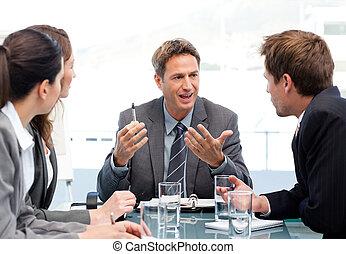 charismatic, presidente, hablar, con, el suyo, equipo