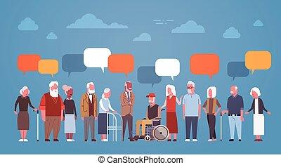 charla, abuela, gente, grupo, aduelo, 3º edad, longitud completa, burbuja