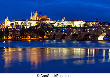 Charles Bridge and Castle in Prag