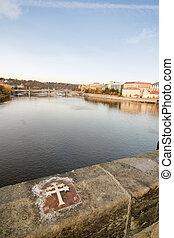 charles most, krzyż