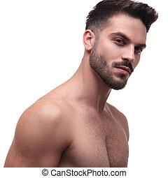 charmer, regarder, homme, barbe, déshabillé, vue côté