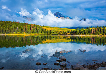 Charming Patricia Lake amongst the evergreen forests and ...