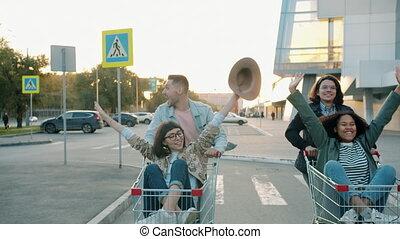 charrettes, avoir, équitation, achats, rire, parc, hommes, voiture, femmes, ville, amusement