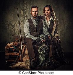 chasseur, séance, arrière-plan., tir, anglaise, fusil chasse, traditionnel, couple, habillement, sombre, setter