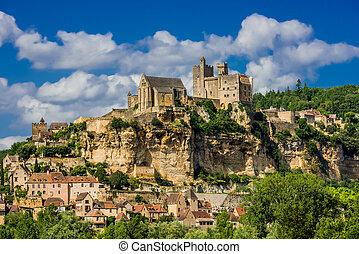 chateau de beynac, frankreich