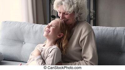 chatouiller, personne agee, maison, petit, grand-mère, ...