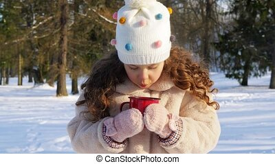 chaud, girl, hiver, tasse, thé, peu, parc