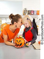 chauve-souris, fille, costume halloween, mère, portrait, heureux
