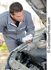 Checking engine's oil level