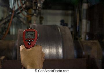 Checking temperature  heat steel during welding