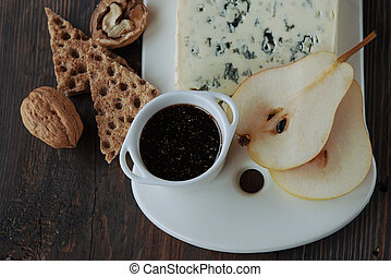 Cheese and pear - Blue cheese with pears. walnuts and sweet ...