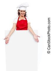 chef cuistot, derrière, poser, femme, vide, panneau affichage, blanc