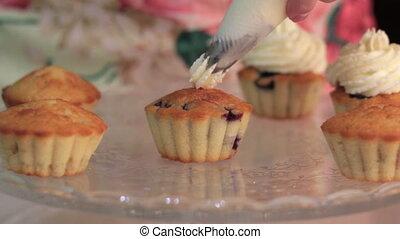 chef cuistot, fête, décorer, petits gâteaux