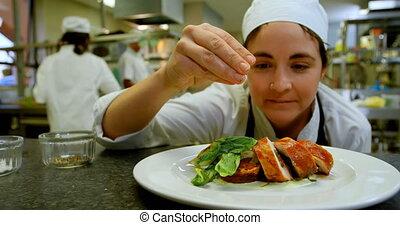 chef cuistot, femme, plat, arrosage, sel, cuisine, 4k