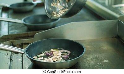 chef cuistot, prépare, kitchen., plats, restaurant