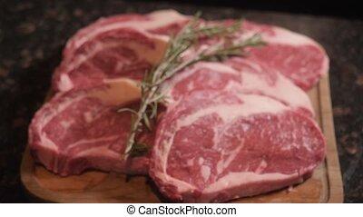 chef cuistot, restaurant., coupure, viande, bois, foyer., cru, sélectif, coupures, board., frais
