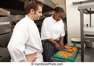 chef cuistot, stagiaire, instruire, cuisine, restaurant