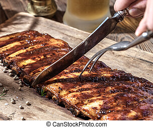 Chef cut up barbecue ribs. - Chef cut up barbecue ribs