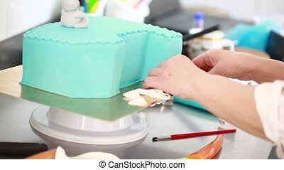 Chef decorate the cake.