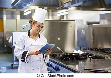 chef, feliz, utilizar, tableta, joven