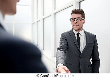 chef, hälsa, den, klient, med, a, handshake.