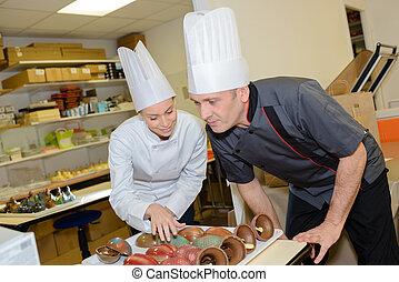 chef-koks, chocolade, werkende