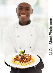 chef, macho, espaguetis, presentación, africano