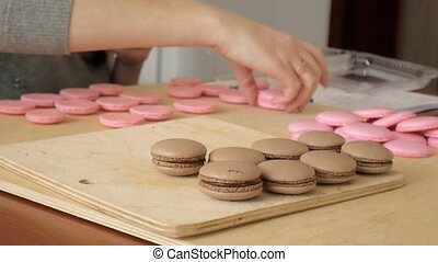Chef make of a macaron between which is a cream. Cook makes...
