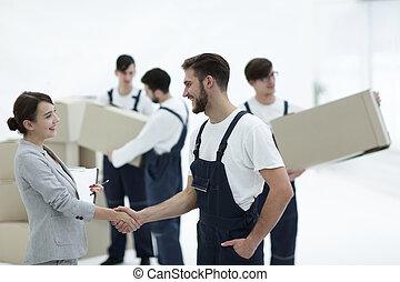 chef, med, skrivplatta, hand skälv, med, movers.