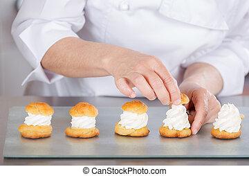 chef, pastel, profiteroles