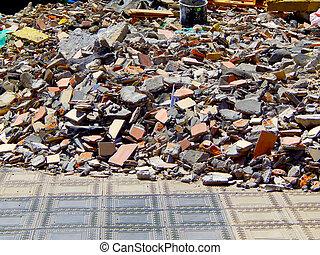 cheio, construção, desperdício, escombros, sacolas, lixo, tijolos, pilha, de, rubble, e, material, de, demolido, casa