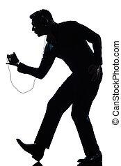 cheio, silueta, dançar, comprimento, escutar música, feliz, homem