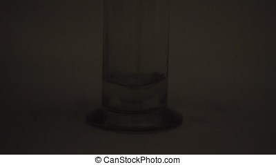 Chemical experience, Fluorescent chemical reaction in the glass flask