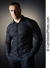 chemise noire, homme
