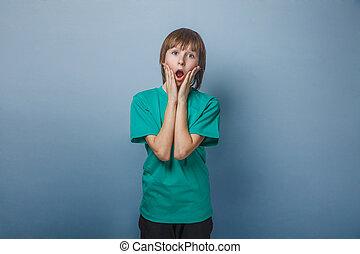 chemise, vert, douze, garçon, bouche, années, ouvert, adolescent, sien