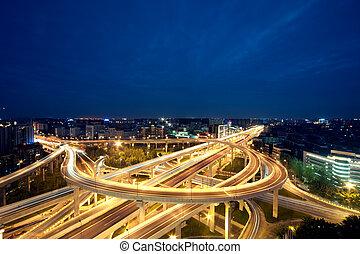 chengdu, china, ciudad, paso superior, por la noche