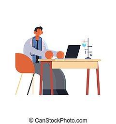 chercheur, plat, ouvrier, ordinateur portable, hôpital, séance, bureau, utilisation, homme, lieu travail, entiers, manteau, laboratoire, médecine, blanc, docteur, tubes, essai, healthcare, monde médical, mâle, longueur, concept