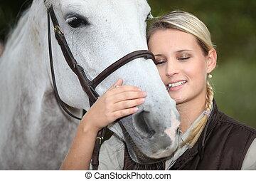 cheval, femme, caresser, blonds
