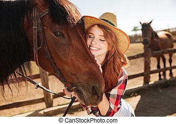 cheval, femme, elle, cowgirl, jeune, étreindre, tendre, heureux